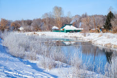 Замерзая река Talitsa в зиме Стоковые Изображения
