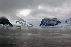 замерли Антарктикой, котор взгляд моря Стоковые Изображения
