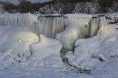 Замерли Ниагарский Водопад, который стоковые изображения