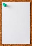 Заметьте бумагу памятки с зеленым штырем Стоковое фото RF