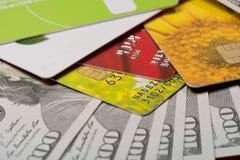 Замечает карточки пластмассы долларов Стоковое Фото