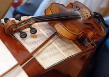замечает скрипку Стоковое Фото
