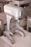 Замешивая машина в кухне ресторана Стоковое Фото