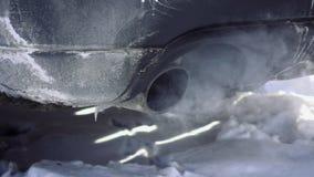 Замедленное движение выхлопного газа слоек трубы автомобиля видеоматериал