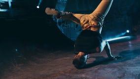 Замедленное движение представления хореографии танца пролома видеоматериал