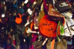 Замки в форме сердца - символа влюбленности Стоковые Изображения