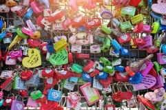 Замки влюбленности на башне n Сеула Стоковые Фотографии RF