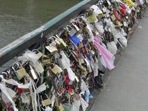 Замки влюбленности на мосте Стоковые Изображения