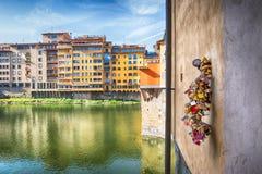 Замки влюбленности на Ponte Vecchio Стоковые Фото