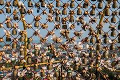Замки влюбленности символ влюбленности для молодые люди и турист Стоковые Фотографии RF