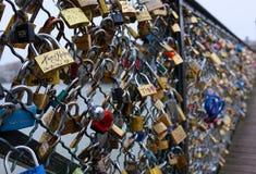 Замки на загородке на мосте Парижа Стоковая Фотография RF