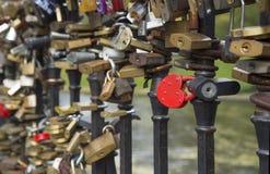 Замки на мосте любовников Стоковые Изображения