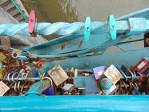 Замки любовников на мосте Стоковая Фотография