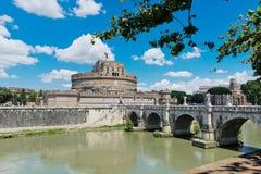 Замок Анджела с мостом на реке Тибра в Риме, Италии Стоковое Фото
