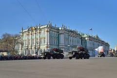 ЗАМОК артиллерии разделения на квадрате дворца во время репетиции  Стоковое фото RF