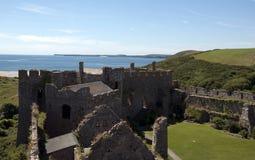 замок более manorbier южный вэльс Стоковое Изображение