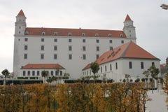 Замок Братиславы в centrum города стоковые фотографии rf