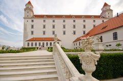Замок Братиславы с лестницей стоковое изображение