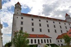 Замок Братиславы от барочных садов Стоковое фото RF