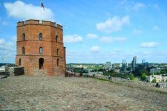 Замок Вильнюса Gediminas на холме около реки Neris Стоковое фото RF