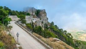 Замок в тумане, провинция Erice Трапани, Сицилии, Италии стоковая фотография
