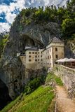 Замок в утесе, Predjama ренессанса, Словения Стоковое фото RF