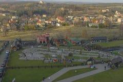 Замок в Ogrodzieniec в осени Спортивная площадка стоковое изображение rf