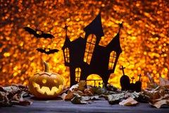 Замок, летучая мышь и тыквы на хеллоуин Стоковое фото RF