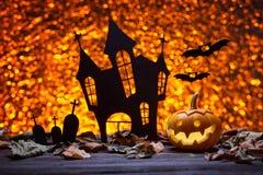 Замок, летучая мышь и тыквы на хеллоуин Стоковая Фотография