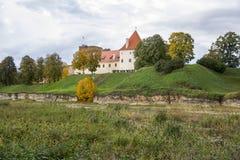 Замок заказа Ливонии был построен в середине XV века Bauska Латвия в осени Стоковые Изображения RF
