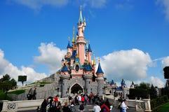 Замок Золушкы на земле Париже Дисней Стоковая Фотография