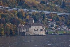 Замок и женевское озеро Chillon около курорта Монтрё, Швейцарии стоковое фото rf