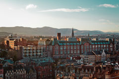 Замок и здания в Эдинбурге, Шотландии, Великобритании стоковые изображения