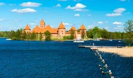 Замок и озеро Trakai стоковое изображение
