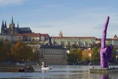 Замок и палец Праги вверх Стоковая Фотография