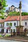 Замок и столбец чумы в городе Trencin, Словакии Стоковая Фотография RF