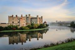 Замок Лидс, Кент, Англия, на зоре Стоковая Фотография