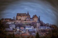 Замок Марбурга с церковью St Elisabethстоковая фотография