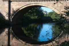 замок моста alnwick вниз Стоковые Фотографии RF