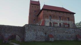 Замок на заходе солнца, Литва острова Trakai акции видеоматериалы