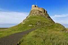 Замок на побережье Нортумберленда, Англия Lindisfarne, Великобритания Стоковые Фотографии RF