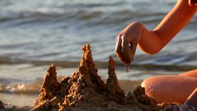 Замок на пляже сделанном от песка акции видеоматериалы