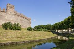 Замок на реке с деревьями стоковое фото rf