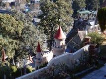 Замок на холмах в зимах стоковое изображение