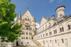 Замок Нойшванштайна дворец возрождения романск около Fussen в юго-западной Баварии, Германии стоковые фото