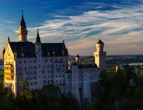 Замок Нойшванштайна на заходе солнца стоковое изображение