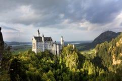 Замок Нойшванштайна, от Marienbrucke, Германия стоковая фотография