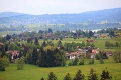 Замок Нойшванштайна деревни в Fussen Стоковая Фотография RF