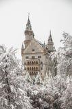 Замок Нойшванштайна с одеялом снега в зиме Стоковое Фото