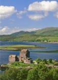 Замок озера, Kintail, Шотландия Стоковое фото RF